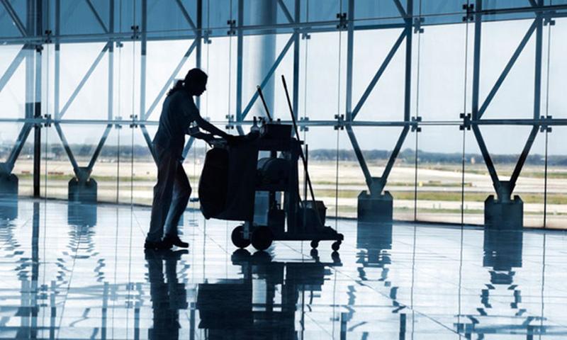 CSIF denuncia impagos de nóminas y prestaciones por baja médica a alrededor de 50 trabajadores de limpieza del Aeropuerto