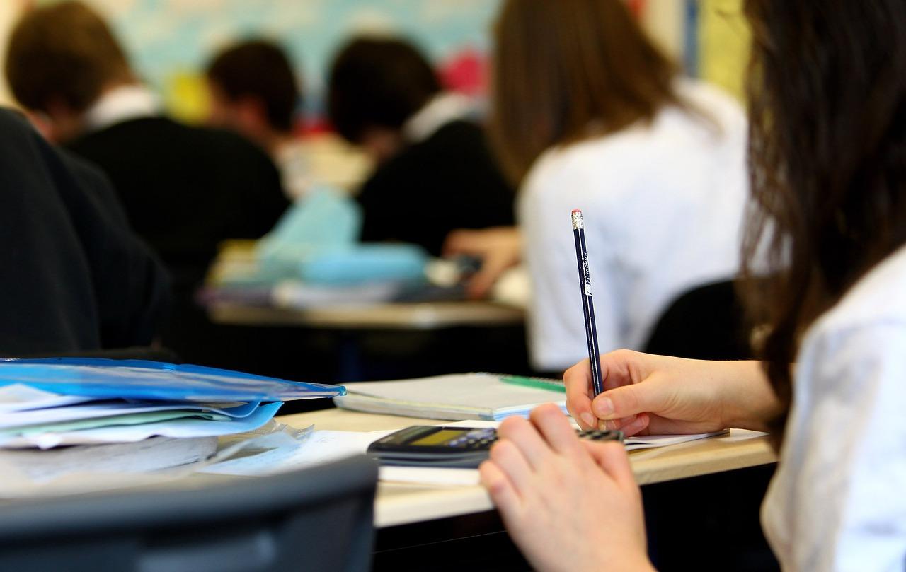 Editorial – La ley Celáa de Educación, sectaria y contra los más débiles