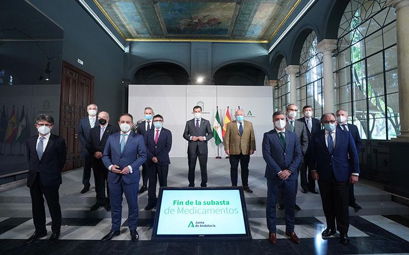 El presidente de la Junta de Andalucía anuncia el fin de la subasta de medicamentos como un logro social para Andalucía