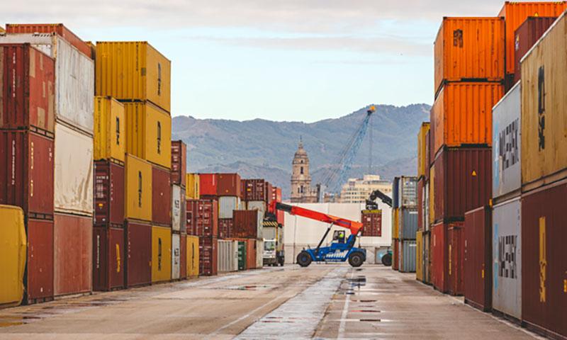 El movimiento de mercancías se incrementa casi un 60 por ciento en el puerto de Málaga en el inicio del año