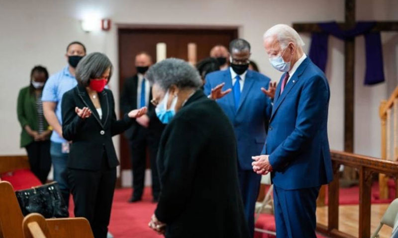 Biden financia el programa para bloquear a los líderes religiosos extranjeros que se oponen a la comunidad LGBT