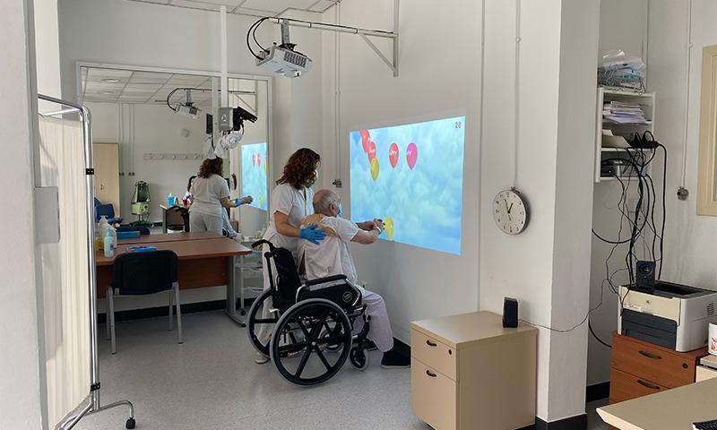 El Hospital Regional de Málaga emplea técnicas de realidad virtual en pacientes ingresados por un ictus
