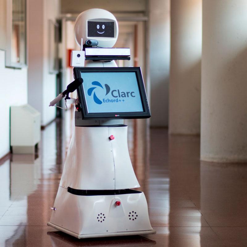 Un robot diseñado en la UMA permite a personas aisladas por la Covid-19 hablar con sus familiares