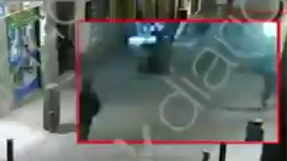 Íñigo Errejón presuntamente patea a un anciano con cáncer
