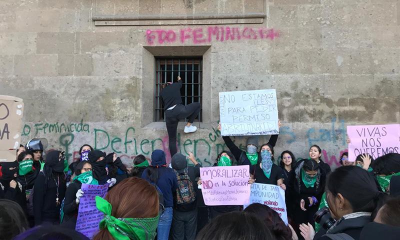 Los bandos feministas chocan sobre la ideología de género y despenalización de la prostitución