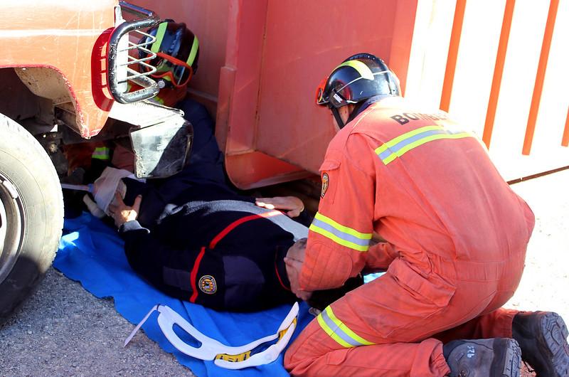 Formación en primeros auxilios. Material necesario. Israel Diaz Álvarez.  Enfermero Especialista en Enfermería del Trabajo.  GRUPO ANP